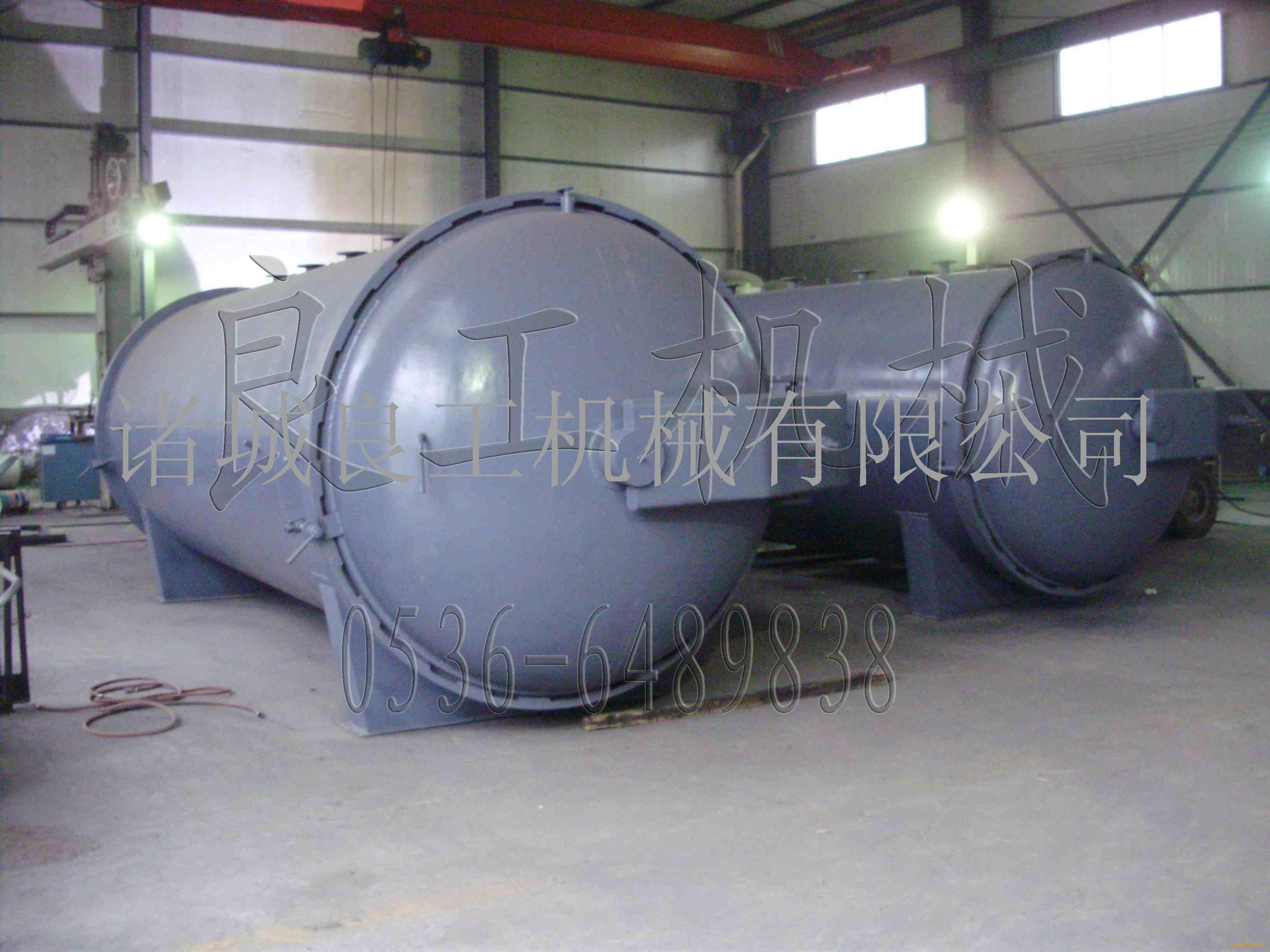 产品区域:上海 价格:49800元/台 发布时间:2012-05-31 有效期限:长期有效 产品说明:本系列电阻炉系周期作业式,供实验室、工矿企业、科研单位对小型钢件热处理,金属、陶瓷材料烧结、熔解、分析及高温加热用。主要特征:箱体由优质钢板折制焊接而成,表面采用静电喷涂工艺,炉膛由高温耐火材料烧结而成,炉膛与外壳之间用保温材料填砌,以硅碳棒或硅钼棒为加热元件,与控制器配套使用可对温度进行测量、显示、控制,使炉内温度保持恒定。技术参数:名称型号最高温度()炉膛尺寸W*P*H(mm)容积(L)电源输入功率(